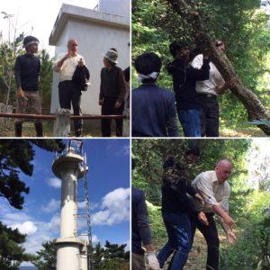 灯台への道で倒木を率先して取り除くエルドリッチ氏。石巻市街地を遠望できる絶好の場所。