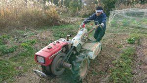 耕運機の扱いにも慣れたものです。